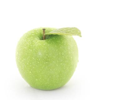 사과: 흰색 배경에 녹색 사과