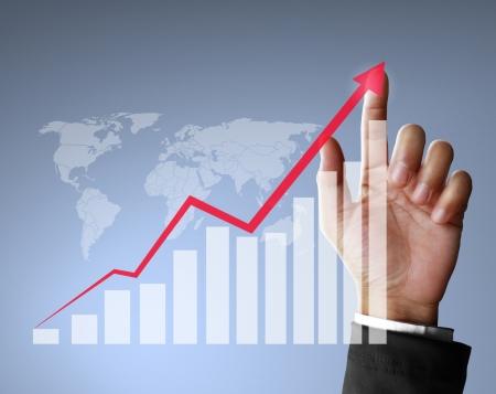 성장: 금융 기호 사업가 손에서 나오는
