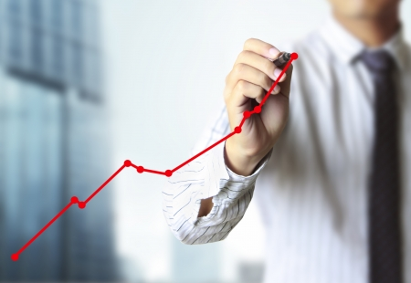 ビジネスの男の手が、グラフの描画
