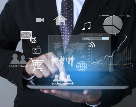 revisando documentos: pantalla táctil, toque tableta en manos
