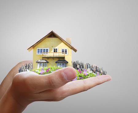 hand key: House model concept in the hand