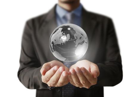 mundo manos: la celebración de un brillante globo de tierra en sus manos. Imagen de tierra proporcionada por la Nasa