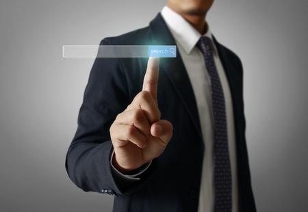 Man Hand Press bouton social moderne