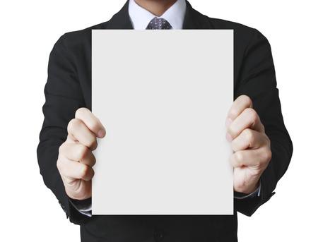 hoja en blanco: la mano plegable explotación agrícola de copia A4 en blanco