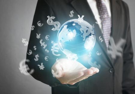 negocios internacionales: hombre de negocios con símbolos financieros procedentes de han Foto de archivo