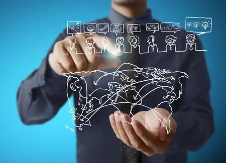red informatica: tocando el icono virtual de la red social Foto de archivo