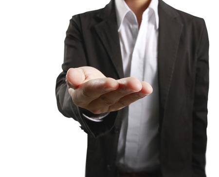 Man offre la main et tenant