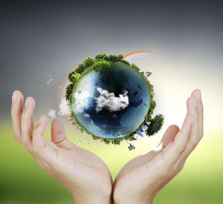 wereldbol: Globe, aarde in menselijke hand, met de hand houden van onze planeet aarde gloeiende. Aarde afbeelding geboden door Nasa Stockfoto
