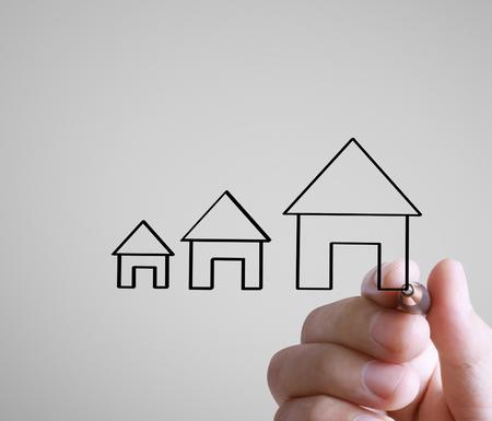 Hand drawing a house Standard-Bild - 109224357