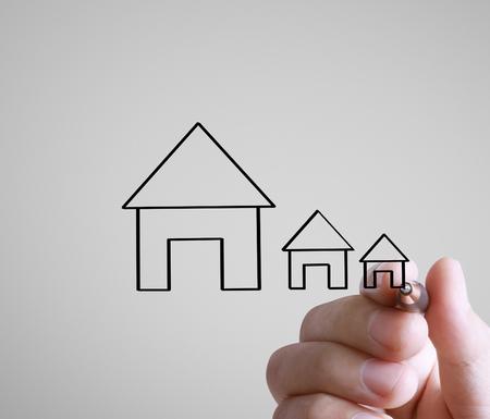 Hand drawing a house Standard-Bild - 109224362