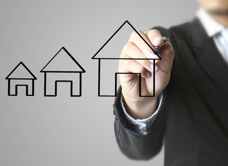 Hand drawing a house Standard-Bild - 103612667