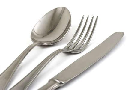 cuchara: Tenedor, cuchara y cuchillo aisladas sobre fondo blanco