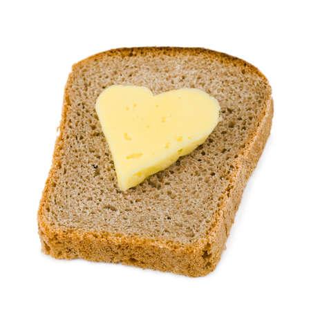 mantequilla: Pan y queso en forma de coraz�n aislado en el fondo blanco Foto de archivo