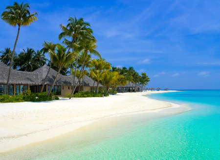 Playa bungalows en una isla tropical, los viajes de fondo Foto de archivo - 4307594