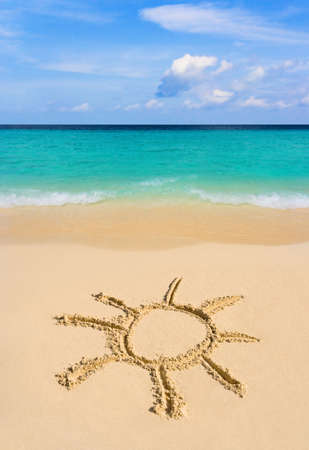 maldives island: Drawing sun on beach - vacation concept background
