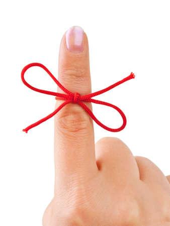 gefesselt: Rote Schleife Finger isoliert auf wei�em Hintergrund