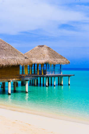 Spa salon op het strand van tropische eiland - reizen-achtergrond