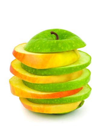 Manzanas en rodajas aisladas sobre fondo blanco