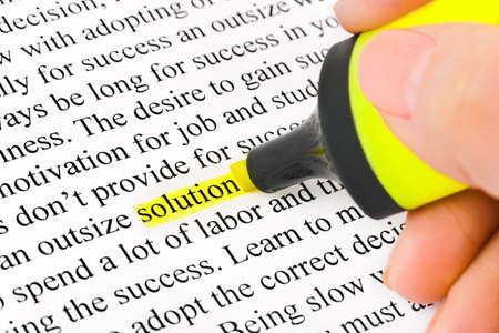 highlights: Mano con soluci�n de resaltado y palabra - fondo de negocio de concepto