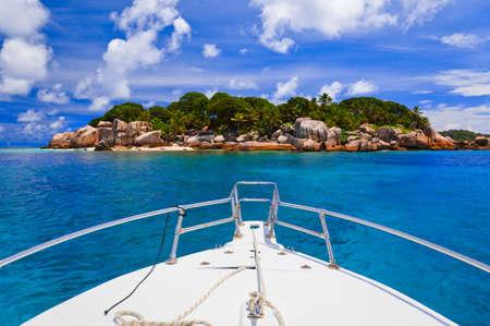 seychelles: 열 대 섬 및 보트 - 자연 배경