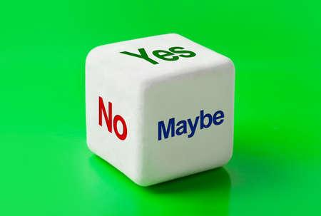 möglicherweise: W�rfel mit Worten ja, Nein und vielleicht - Business Konzept Hintergrund