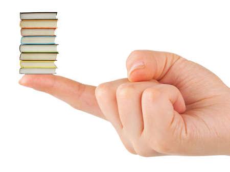 手と白い背景で隔離された小さい本