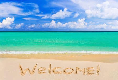 welcome sign: Mot Bienvenue sur plage - fond de concept de vacances