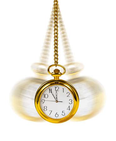 reloj de pendulo: Reloj retro y cadena aislados sobre fondo blanco