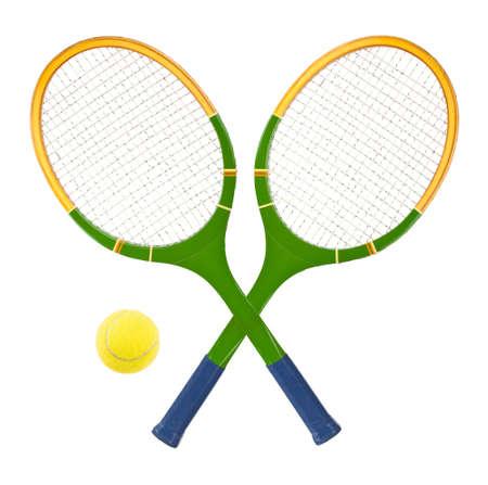 raqueta de tenis: Raqueta de tenis y bola aislados sobre fondo blanco Foto de archivo