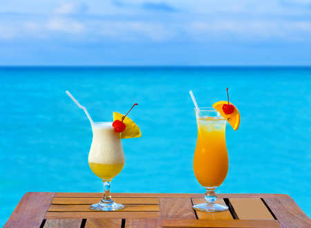 wedding beach: Two cocktails on table, sea background
