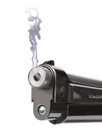 pistola: Smoking gun - aislado en fondo blanco Foto de archivo