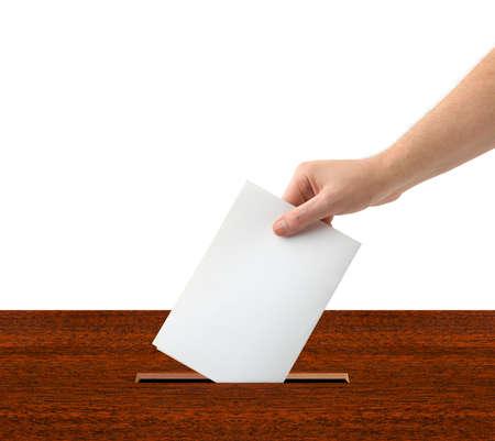 voting box: Mano con scrutinio e box isolati su sfondo bianco Archivio Fotografico