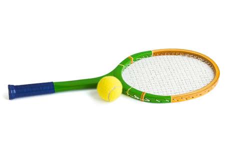 raqueta de tenis: Raqueta de tenis y bola aisladas sobre fondo blanco