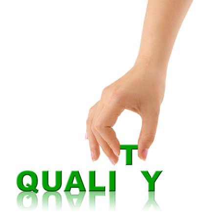 control de calidad: Mano y la palabra calidad aisladas sobre fondo blanco