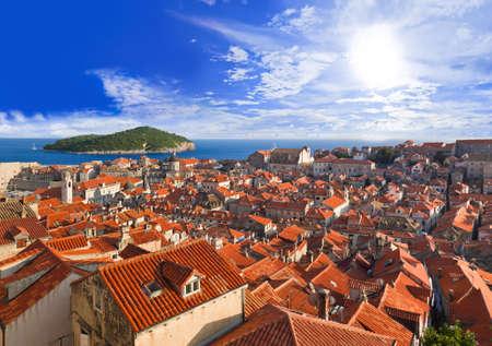 Stadt Dubrovnik in Kroatien bei Sonnenuntergang - Reise-Hintergrund Lizenzfreie Bilder