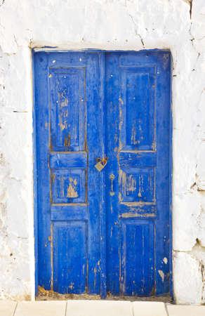 porte ancienne: Verrou sur la rue - contexte abstrait et vieille porte
