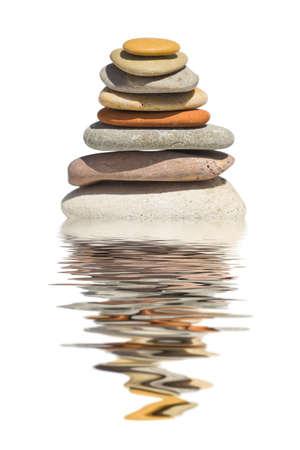 piedras zen: Pila de piedras aisladas sobre fondo blanco