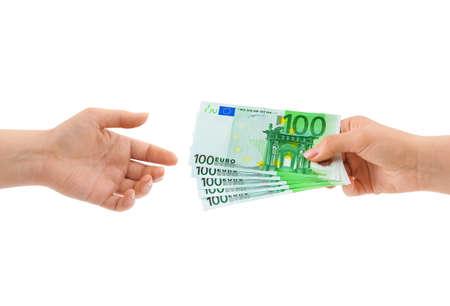 dare soldi: Mano con denaro isolato su sfondo bianco Archivio Fotografico