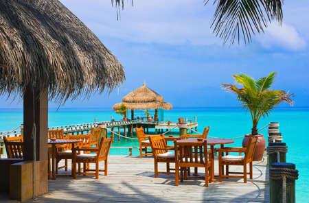 Cafe en la playa, el mar y el cielo Foto de archivo