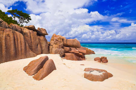 anse: Stones on tropical beach - nature background
