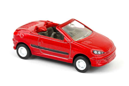 Speelgoed auto op een witte achtergrond