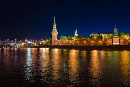 palacio ruso: Kremlin en Moscú (Rusia) en la noche