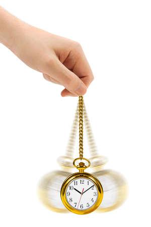 reloj de pendulo: Mano con el reloj retro y cadena aisladas sobre fondo blanco