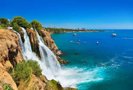 pavo: Cascada Duden en Antalya, Turqu�a - la naturaleza de fondo de viajes
