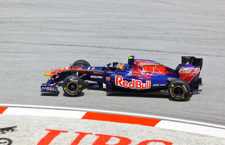 bolide: SEPANG, MALAYSIA - APRIL 8: Jaime Alguersuari (team Scuderia Toro Rosso) at first practice on Formula 1 GP, April 8 2011, Sepang, Malaysia