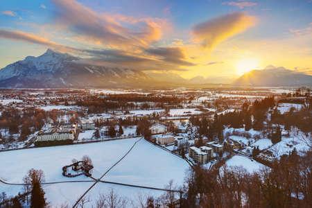 ahorcado: Ciudad y la casa del ahorcado al atardecer - Salzburgo Austria