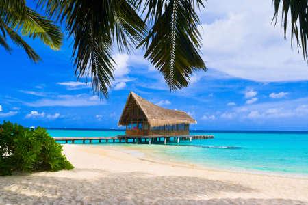 cabane plage: Club de plong�e sous-marine sur une �le tropicale - voyage de fond Banque d'images