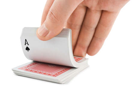 jeu de carte: Cartes en main et de jouer isol�s sur fond blanc �ditoriale