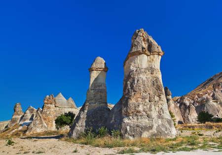 phallic: Chimeneas de hadas formaciones rocosas de Capadocia Turqu�a - la naturaleza de fondo