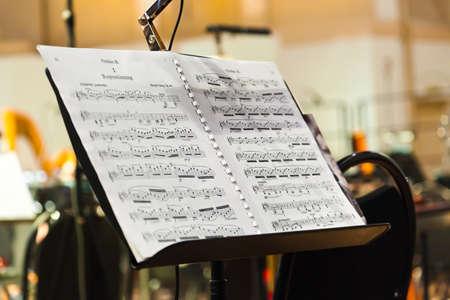 Muziekinstrumenten en bladmuziek - kunst achtergrond